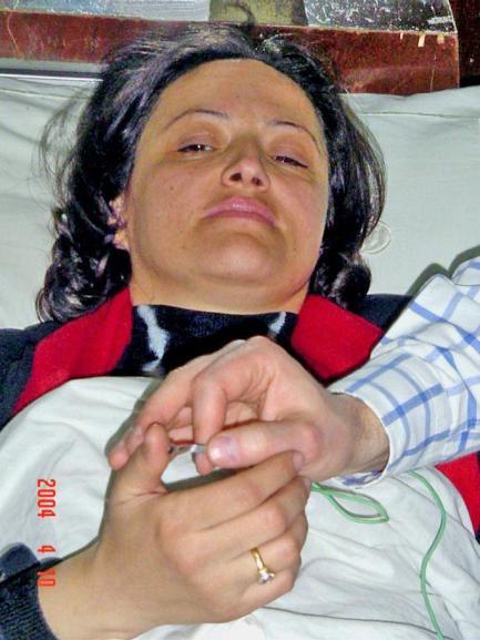 Abb. 57: 10. April 2004: Entnahme von Ölproben an den Händen