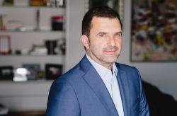 Sot e shohim shpesh në rolin e analistit politik po pak kush e di që Bushati ka përfunduar shkollën e mesme të gjuhëve të huaja në Tiranë, në degën e frëngjishtes. Më pas ai vendosi të studiojë për gjuhë-letërsi në Universitetin e Tiranës.