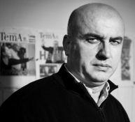 Gazetari i njohur është një nga ato raste kur shkollimi nuk lidhet fare me profesionin. Baze ka përfunduar studimet e larta në Universitetin e Tiranës, dega inxhinieri.