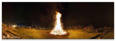 Comprar fotografía Fiestas de Galicia Castro Landin Pontevedra Noche de San Juan Ritual Gallego Decoración