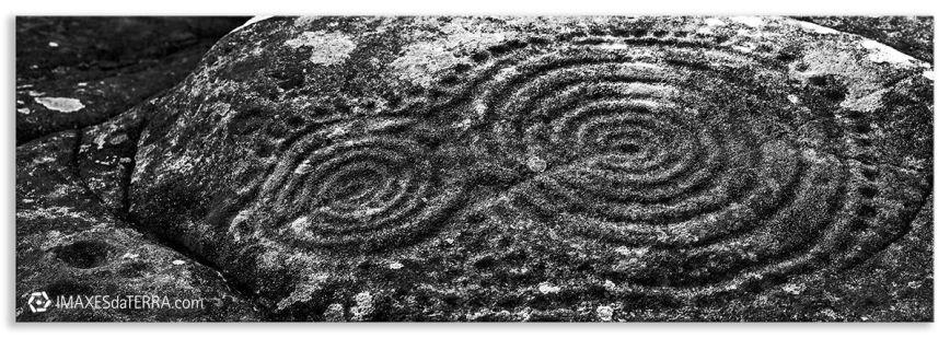 Laxe das Rodas en Ribeira, Comprar fotografía Galicia Petroglifo de Laxe Ribeira A Coruña Naturaleza Decoración Paisajes, Blanco y Negro