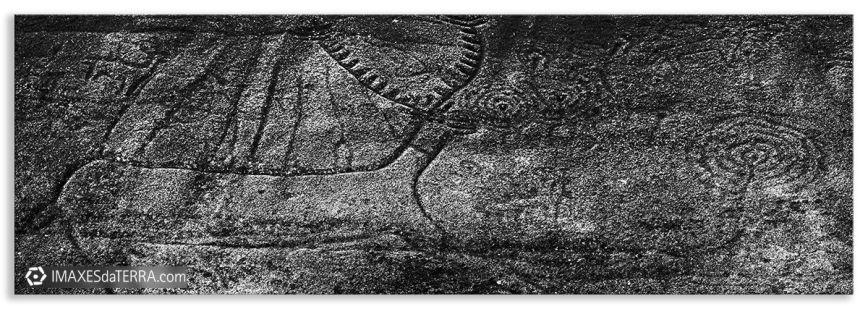 Laxe dous  Carballos, fotografía  de Galicia Petróglifo Laxe dous  Carballos Parque arqueolóxico de Campo Lameiro Decoración Coruña