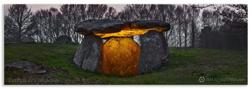 Dolmen de Cabaleiros Tordoia, Comprar fotografía  de Galicia Dolmen de Cabaleiros Tordoia A Coruña Neolítico Decoración