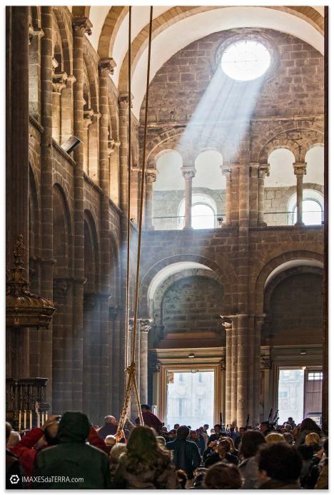 Comprar fotografía Galicia Catedral de Santiago Botafumeiro decoración peregrinos