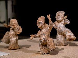 Saturday night at the Met - Drunk Chinese dancers