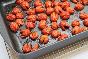 蜂蜜烤葡萄或樱桃西红柿
