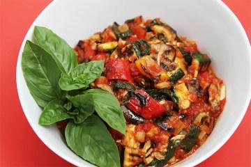 烤蔬菜杂烩配炸酸豆