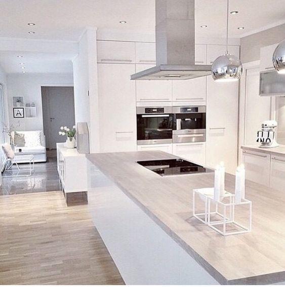renovación de cocina, puertas de lacenas, encimera y suelo, para vender o alquiler tu propiedad