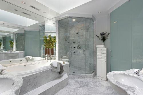 Reforma y decoración de un baño grande (12)