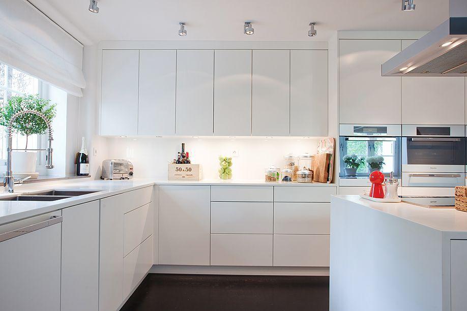 decoración de cocina con tono blanco - portada de blog