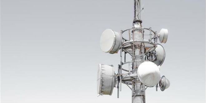 Mast mit Antennen