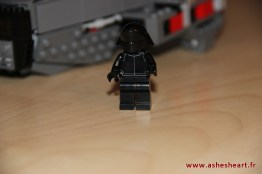 Lego - Set 75104 Kylo Ren's Command Shuttle - image 18