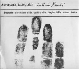 Τα δακτυλικά αποτυπώματα και η υπογραφή του Γκράμσι κατά τη συλληψη του, το 1926