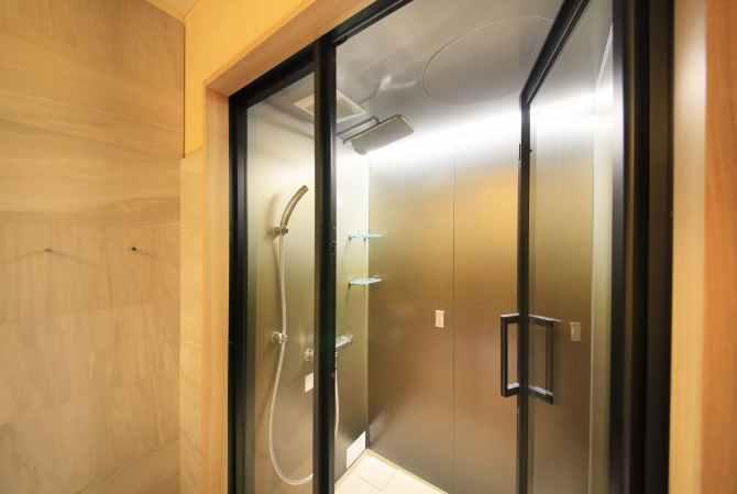 【谷川温泉 旅館たにがわ】新・和モダンベット客室(ツイン・バリアフリー・デラックスルーム)のシャワールーム