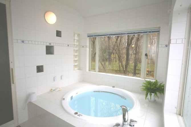 【英国カントリーハウス ブルックフィールドファーム】アロマとジャグジーの貸切風呂