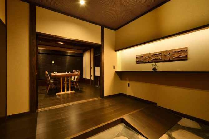 【蛍雪の宿 尚文】母屋 露天風呂付き INAKAスイート(70平米)のスロープのある部屋入り口