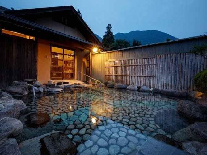 名苑と名水の宿「梅園」バリアフリー対応の貸切露天風呂