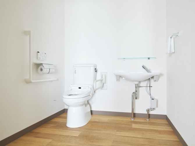 【アートホテル大阪ベイタワー】アクセシブル(3名可・43平米)トイレ