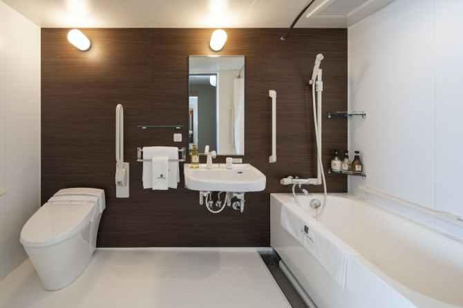 【京都ユウベルホテル】バリアフリールーム(定員3名・34平米)のバスルーム
