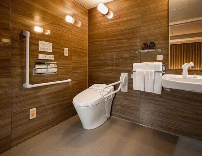 【リーガグラン京都】バリアフリールームのバスルーム(トイレ)