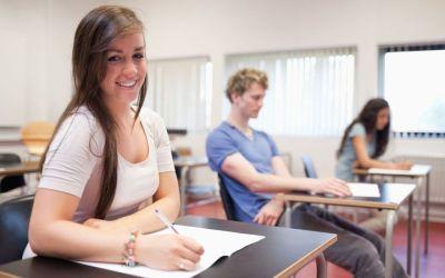IML La Zubia pone en marcha una original cadena de 'Pen Friends' en la que los estudiantes se 'cartean' con alumnos de otras clases para practicar su inglés