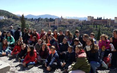 Escolares de Alicante conocen los monumentos de Granada dentro de un programa de inmersión lingüística en inglés