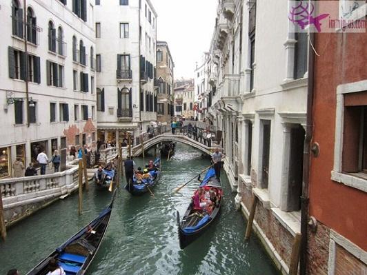 تجربة سياحية فريدة في فينيسيا أرض السحر والجمال Tourism-in-Venice-the-floating-city