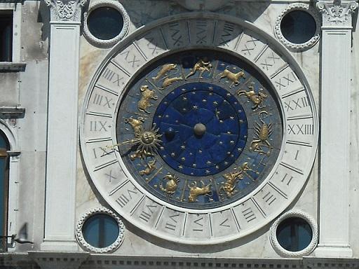 تجربة سياحية فريدة في فينيسيا أرض السحر والجمال Venice-clock-tower