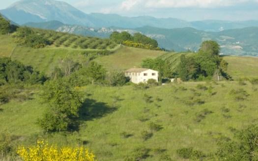 Riesigen Landsitz mit 17 ha Land in Italien sehr günstig kaufen