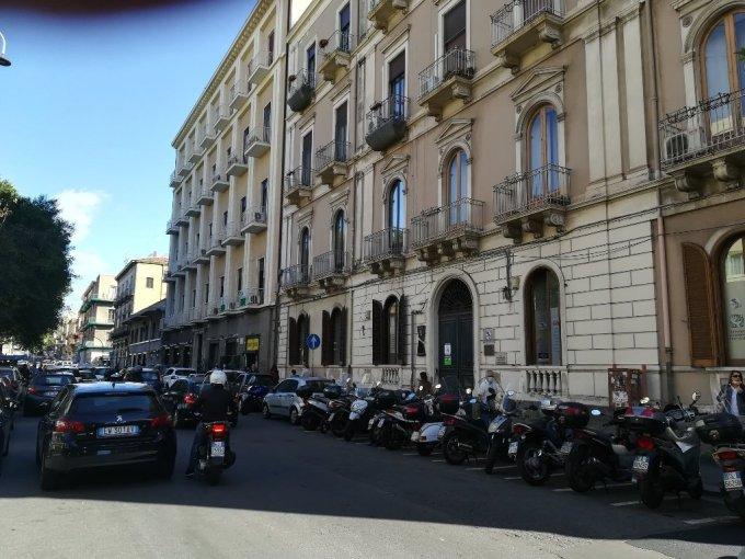 Affitto ufficio con esposizione esterna Piazza Giovanni Verga Catania