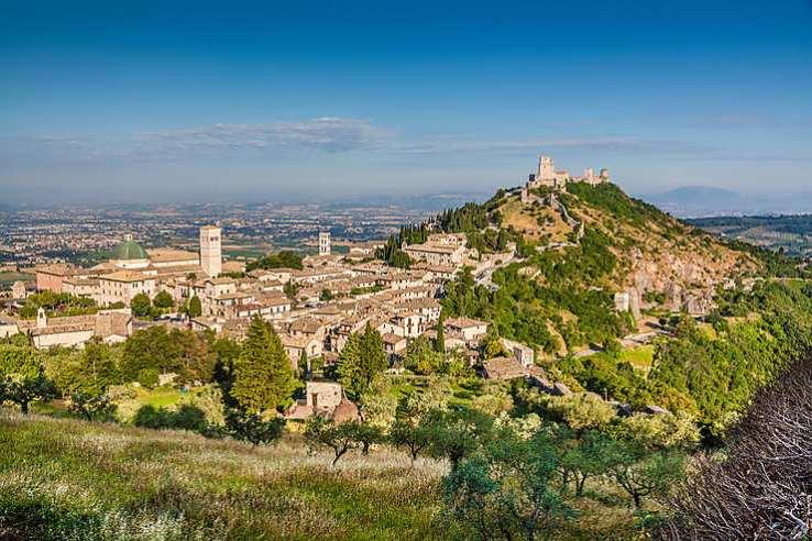 OMBRIE:Riche en vignes et en oliviers, l'Ombrie présente un patrimoine culturel important comme en témoigne la ville de Pérousse, marquée par l'empreinte romaine et médiévale