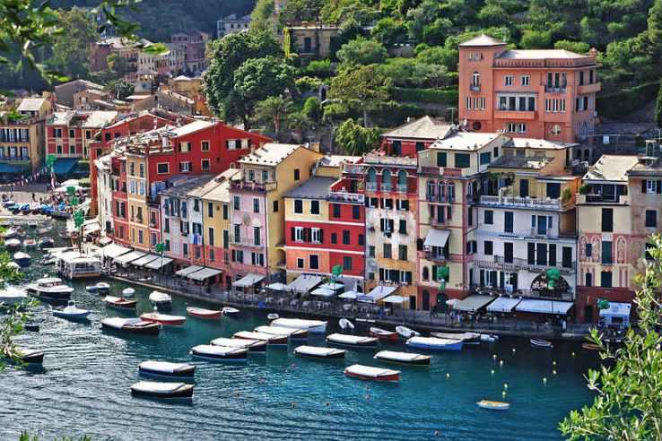 LIGURIE:Entre mer et terre, la Ligurie offre des collines verdoyantes : ses 300 km de côtes alternent entre golfs, palmiers, fleurs et les fameuses
