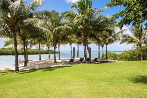 Villa Four seasons sur un terrain de 4 039 m2 qui donne directement sur la mer