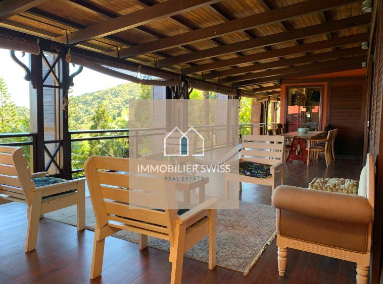 villa de 486 m² est bâtie sur un terrain en toute propriété de 37.988 m2|A VENDRE VILLA A CHAMAREL ILE MAURICE|Villa offrant une vue panoramique sur l'océan