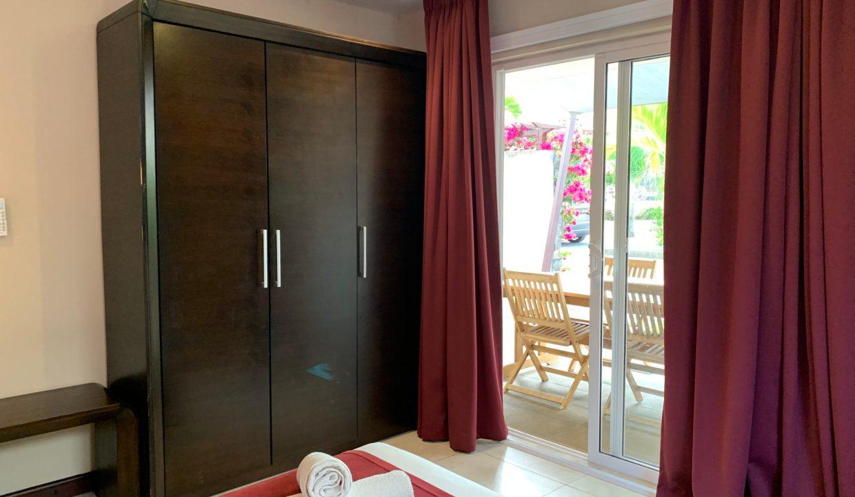 Appartement de 3 chambres pied dans l'eau à vendre Trou d'Eau Douce73