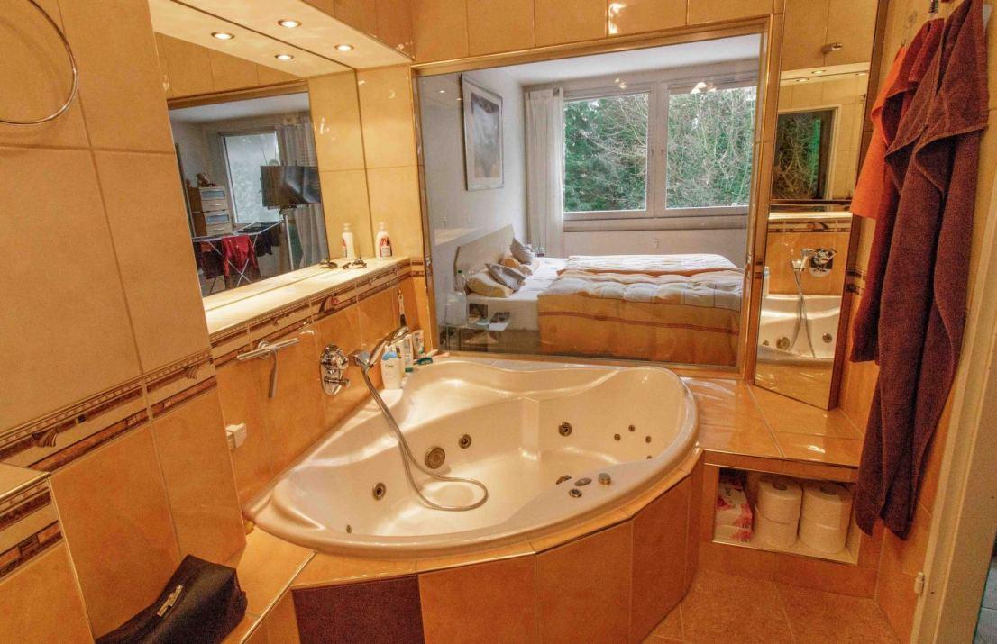 Badezimmer blick Schlafzimmer - Maisonettewohnung Berlin zu verkaufen