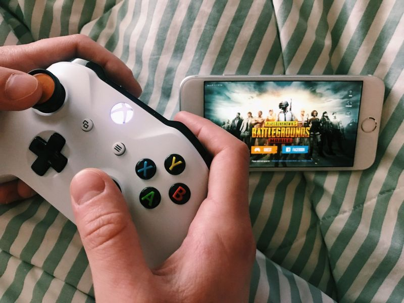 PUBG Mobile vs  PUBG console  What s the difference    iMore I ve been playing PUBG with my boyfriend and his brothers on Xbox for the  past couple of months  and I m super addicted   so of course I freaked out  when I