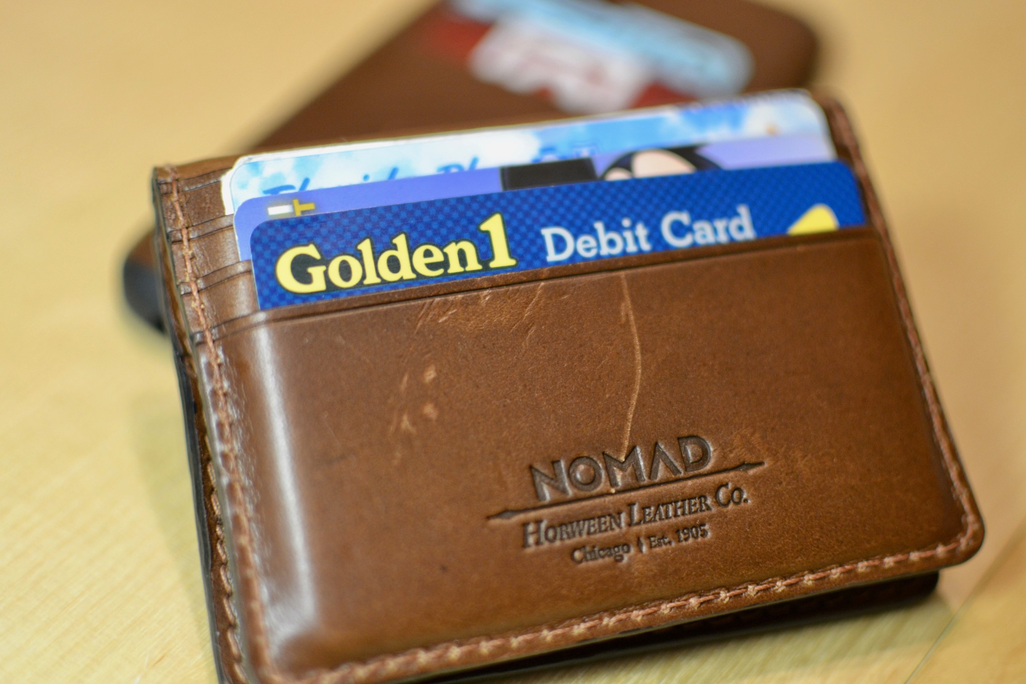 nomad slim wallet with tile tracking