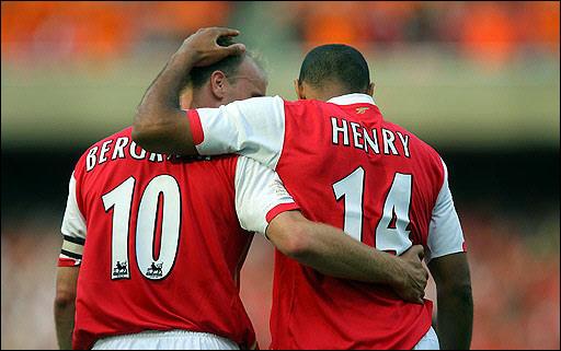 Bergkamp e Henry: maior dupla de ataque da história do Arsenal.