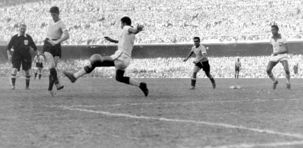 Schiaffino marca o primeiro do Uruguai: início do drama.