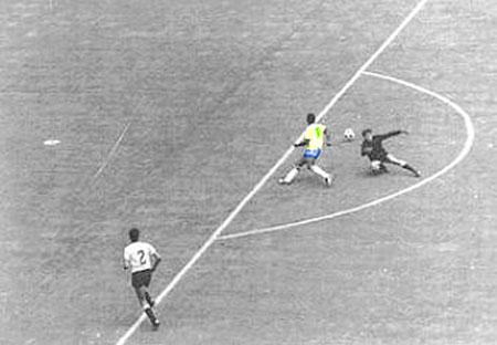 Pelé-1970-Uruguai-Copa-do-Mundo-México