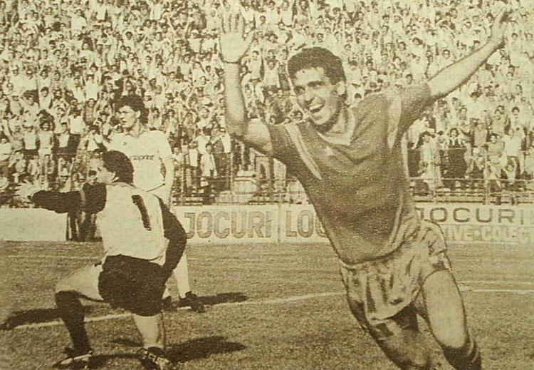 782326193_1987-_Steaua-MTK_Budapesta_4-0_-Hagi_dupa_gol_-_poster-_682131013