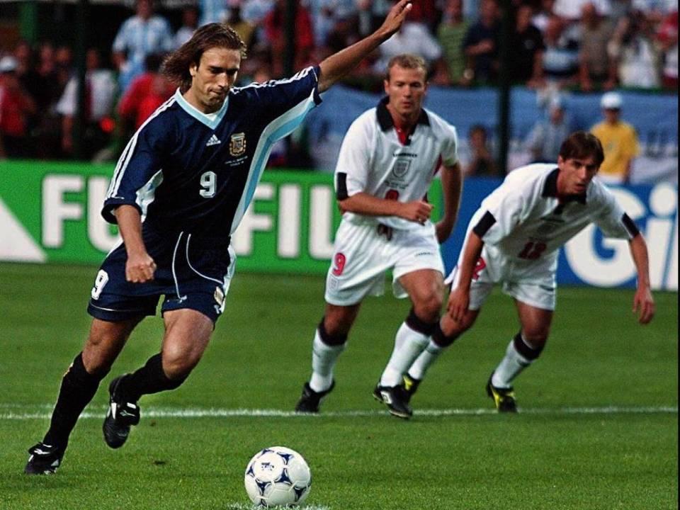 gabriel-batistuta-cobra-penalti-na-partida-entre-argentina-e-inglaterra-pela-copa-do-mundo-1998-30061998-1312994726271_1024x768