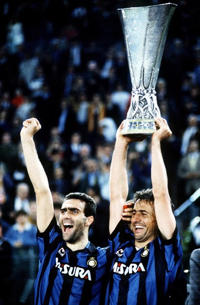 Bergomi e Ferri celebram a inédita conquista.