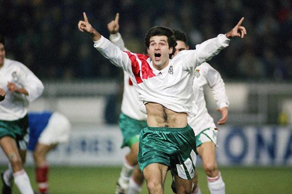 Kostadinov comemora: a Bulgária estava na Copa de 1994.