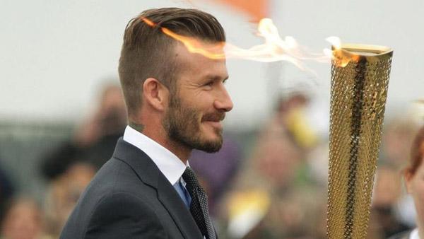 Beckham com a tocha olímpica nas Olimpíadas de Londres em 2012.