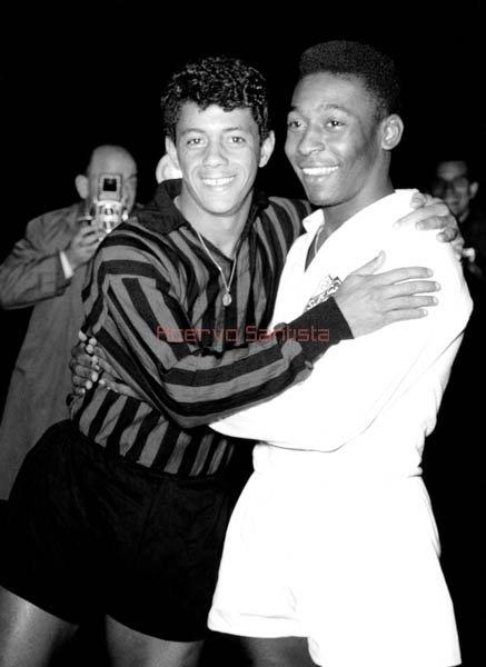Amarildo e Pelé: no duelo de brasileiros no Mundial de 1963, melhor para o Rei.