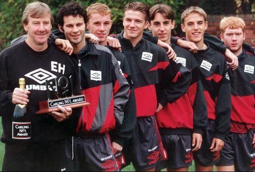 Ferguson (à frente) e Beckham (terceiro jogador da fila): calouros de sucesso.