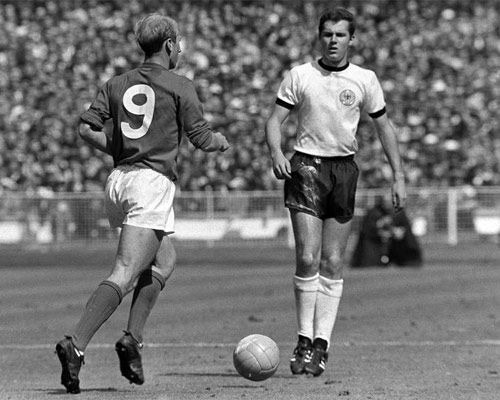 Charlton e Beckenbauer: estrelas se anularam na final da Copa de 1966.