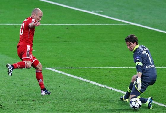Robben chuta fraco...